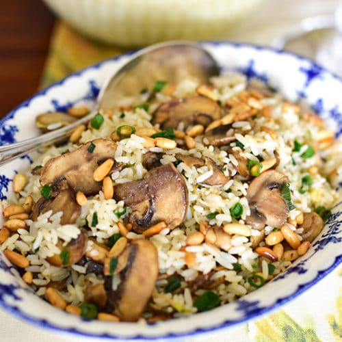 Cinnamon rice with mushrooms and pine nuts